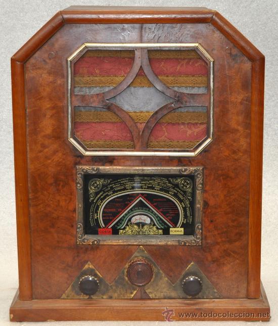 PRECIOSA RADIO D LOS AÑOS 40-50 TIPO CAPILLA. EN MADERA (Radios, Gramófonos, Grabadoras y Otros - Radios de Válvulas)