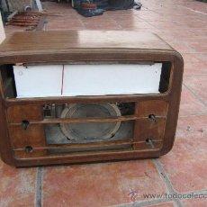 Radios de válvulas: MUY ANTIGUA Y BONITA RADIO CON CAJA DE MADERA, MARCA INVICTA MODELO 5306. Lote 29536089