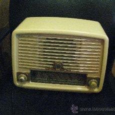Radios de válvulas: ANTIGUA RADIO // RADIOLA // FUNCIONAMIENTO. Lote 29778798