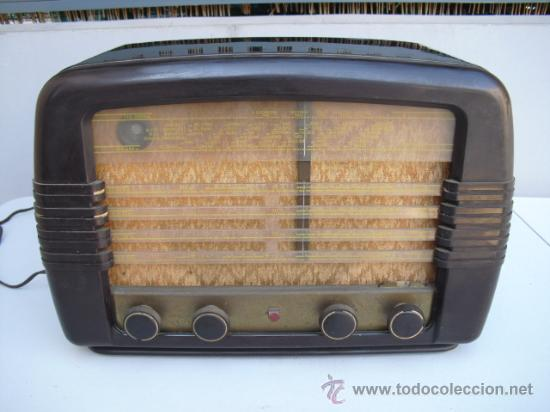 DE REPUTADO PRESTIGIO EN CUANTO A SONIDO , RADIO A VALVULAS PHILIPS MULTIBANDA - BAQUELITA - (Radios, Gramófonos, Grabadoras y Otros - Radios de Válvulas)
