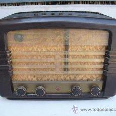 Radios de válvulas: DE REPUTADO PRESTIGIO EN CUANTO A SONIDO , RADIO A VALVULAS PHILIPS MULTIBANDA - BAQUELITA -. Lote 30442198