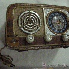 Radios de válvulas: ANTIGUA RADIO DE MADERA TELEVISION RADIE FITÉ CON CINCO LAMPARAS O VALVULAS (25 X 16 X 13). Lote 30975679