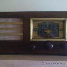 Radios de válvulas: RADIO DE VALVULAS EN MADERA, OJO MAGICO, EXCELENTE FUNCIONAMIENTO. Lote 31609817