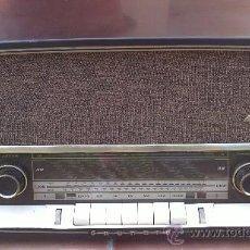 Radios de válvulas: RADIO DE BAQUELITA GRUNDIG MODELO 2120 FUNCIONANDO. Lote 32203841