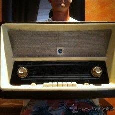 Radios de válvulas - Antigua radio de gran tamaño - 32476804