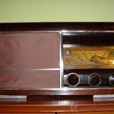 Radios de válvulas: SINGULAR RADIO ANTIGUA DE VALVULAS, MARCA SONORA, AÑO 1947. Lote 27604759