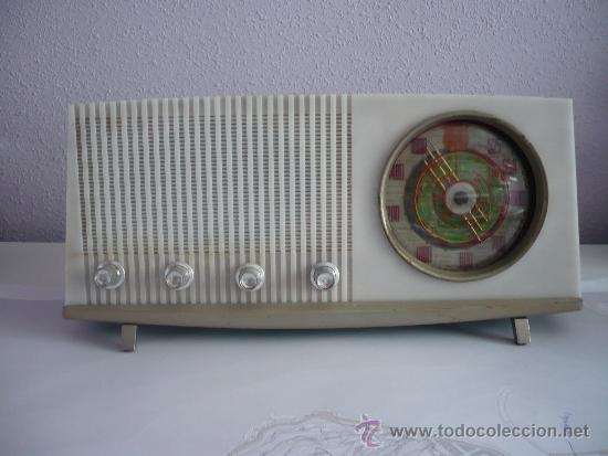 RADIO ANTIGUA VINTAGE RETRO VICTORIA DE MADERA FUNCIONANDO AÑOS 60 ESPAÑA SPAIN (Radios, Gramófonos, Grabadoras y Otros - Radios de Válvulas)