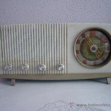 Radios de válvulas: RADIO ANTIGUA VINTAGE RETRO VICTORIA DE MADERA FUNCIONANDO AÑOS 60 ESPAÑA SPAIN. Lote 33994448