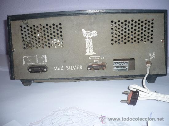 Radios de válvulas: RADIO ANTIGUA VINTAGE RETRO VICTORIA DE MADERA FUNCIONANDO AÑOS 60 ESPAÑA SPAIN - Foto 3 - 33994448