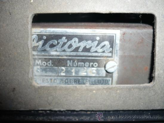 Radios de válvulas: RADIO ANTIGUA VINTAGE RETRO VICTORIA DE MADERA FUNCIONANDO AÑOS 60 ESPAÑA SPAIN - Foto 4 - 33994448
