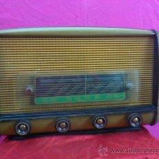Radios de válvulas: ANTIGUA RADIO EN MADERA, AÑOS 40. FUNCIONA.. Lote 34210434
