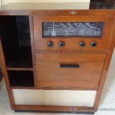 Radios de válvulas: MUEBLE TOCADISCOS Y RADIO PHILIPS AÑOS 50. Lote 35821359