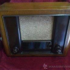 Radios de válvulas: EAW SUPER AT462W, 3 VALVULAS, AÑO 1952, MADERA Y BAQUELITA EXCELENTE ESTADO FUNCIONANDO ALTO Y CLARO. Lote 35185746
