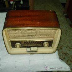 Radios de válvulas: TELEFUNKEN CAPRICHO U-2025-FM. Lote 35411718