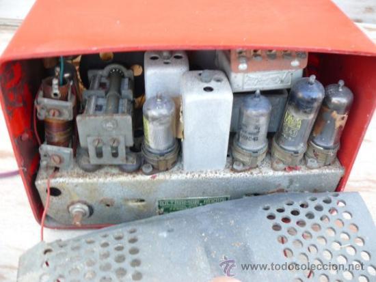 Radios de válvulas: RARÍSIMA RADIO ANTIGUA BAQUELITA ROJA ULTRAMAR CHICAGO O ESPAÑA - Foto 4 - 37707857