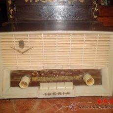 Radios de válvulas: RADIO ANTIGUA DE LA MARCA IBERIA, IMPECABLE Y FUNCIONANDO. Lote 38905082