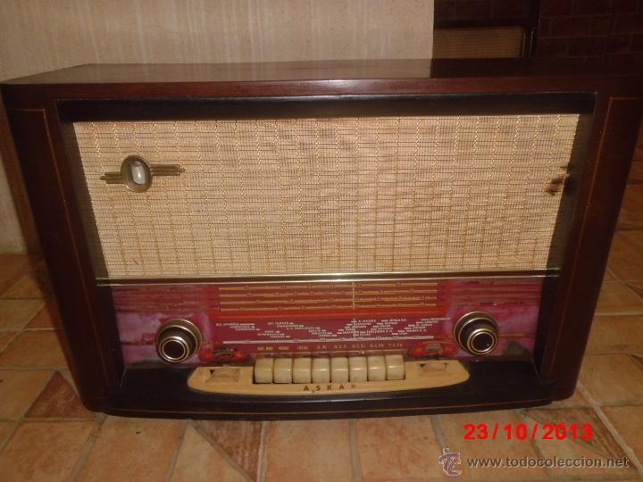 RADIO ANTIGUA CON CAJA DE MADERA DE LA MARCA ASKAR (Radios, Gramófonos, Grabadoras y Otros - Radios de Válvulas)