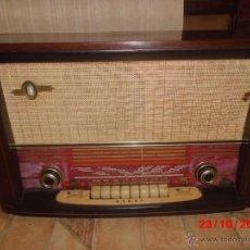 Radios de válvulas: RADIO ANTIGUA CON CAJA DE MADERA DE LA MARCA ASKAR. Lote 192209445