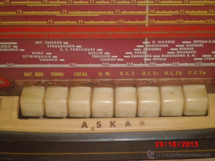 Radios de válvulas: RADIO ANTIGUA CON CAJA DE MADERA DE LA MARCA ASKAR - Foto 2 - 192209445