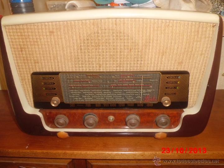 RADIO ANTIGUA CON CAJA DE MADERA (Radios, Gramófonos, Grabadoras y Otros - Radios de Válvulas)
