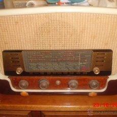 Radios de válvulas: RADIO ANTIGUA CON CAJA DE MADERA . Lote 39633702