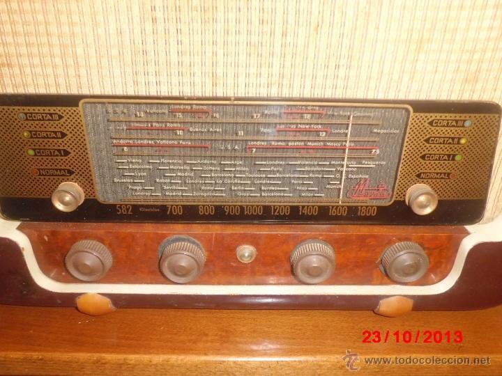 Radios de válvulas: RADIO ANTIGUA CON CAJA DE MADERA - Foto 2 - 39633702
