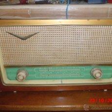 Radios de válvulas: RADIO ANTIGUA CON CAJA DE MADERA R- 888. Lote 39633787