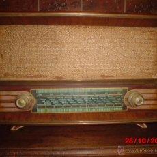 Radios de válvulas: RADIO ANTIGUA CON CAJA DE MADERA . Lote 39748652