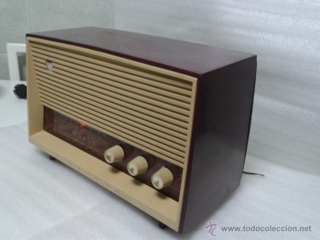 ANTIGUA Y PEQUEÑA RADIO- INVICTA MOD. 5367. FUNCIONANDO. (Radios, Gramófonos, Grabadoras y Otros - Radios de Válvulas)