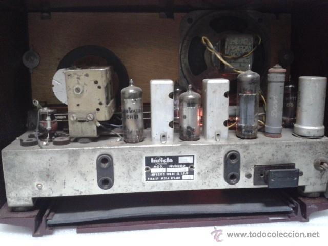 Radios de válvulas: ANTIGUA Y PEQUEÑA RADIO- INVICTA MOD. 5367. FUNCIONANDO. - Foto 2 - 40719017