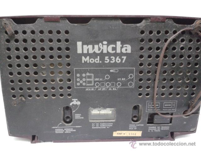 Radios de válvulas: ANTIGUA Y PEQUEÑA RADIO- INVICTA MOD. 5367. FUNCIONANDO. - Foto 3 - 40719017