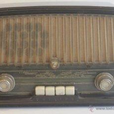Radios de válvulas: ANTIGUA RADIO VÁLVULAS PHILIPS EN BAKELITA AÑOS 50. Lote 41519564