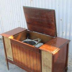 Radios de válvulas: MUEBLE RADIO TOCADISCOS GENERAL ELECTRIC. Lote 41626977