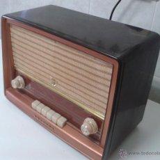 Radios de válvulas: ANTIGUA RADIO PHILIPS MOD.B4E72 A. FUNCIONANDO. Lote 41140790