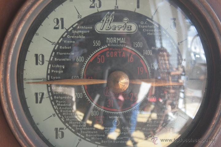 Radios de válvulas: PRECIOSA RADIO ANTIGUA DE MADERA MARCA IBERIA AÑO 1947 - Foto 2 - 42098958