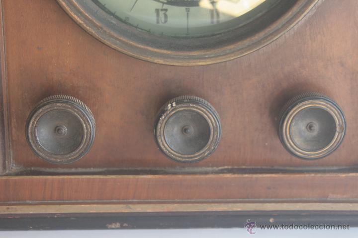 Radios de válvulas: PRECIOSA RADIO ANTIGUA DE MADERA MARCA IBERIA AÑO 1947 - Foto 3 - 42098958