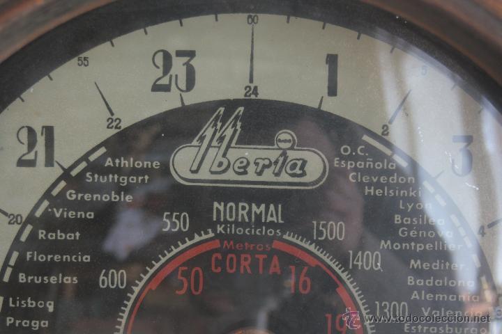 Radios de válvulas: PRECIOSA RADIO ANTIGUA DE MADERA MARCA IBERIA AÑO 1947 - Foto 4 - 42098958