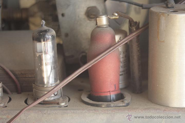 Radios de válvulas: PRECIOSA RADIO ANTIGUA DE MADERA MARCA IBERIA AÑO 1947 - Foto 8 - 42098958