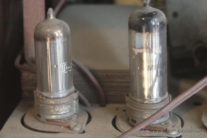 Radios de válvulas: PRECIOSA RADIO ANTIGUA DE MADERA MARCA IBERIA AÑO 1947 - Foto 11 - 42098958