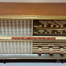 RADIO DE MADERA AÑOS 50 a 60. MARCA DE WALD, EN FUNCIONAMIENTO A 125voltios. VER