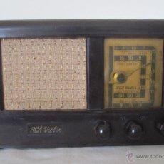 Radios de válvulas: ANTIGUA RADIO EN BAQUELITA MARRÓN. RCA VICTOR. Lote 43023448