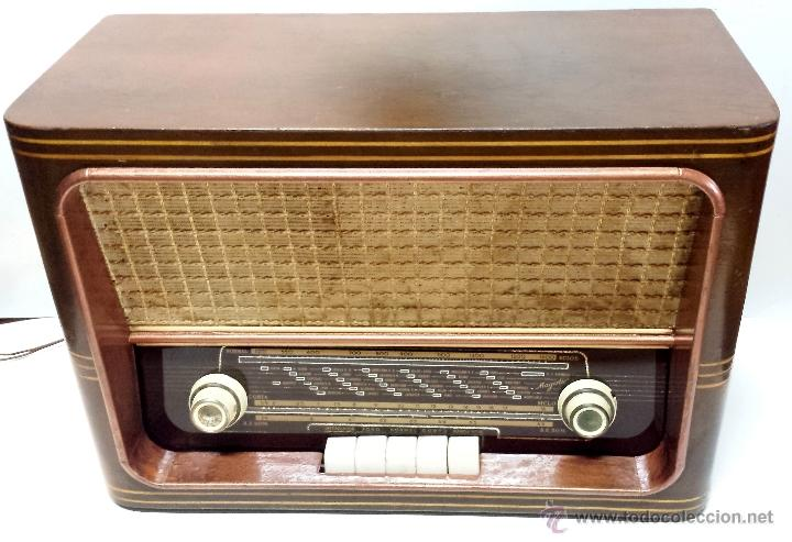 RADIO MADERA MAGESTIC MOD. SPUTNIK-P. PIEZA COLECCIONISTA. NO FUNCIONA. VER DESCRIPCION (Radios, Gramófonos, Grabadoras y Otros - Radios de Válvulas)