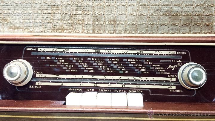 Radios de válvulas: RADIO MADERA MAGESTIC MOD. SPUTNIK-P. PIEZA COLECCIONISTA. NO FUNCIONA. VER DESCRIPCION - Foto 2 - 43215920