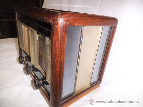 Radios de válvulas: ANTIGUA RADIO DE MADERA Y CRISTALES , MUY RARA - Foto 4 - 43257378