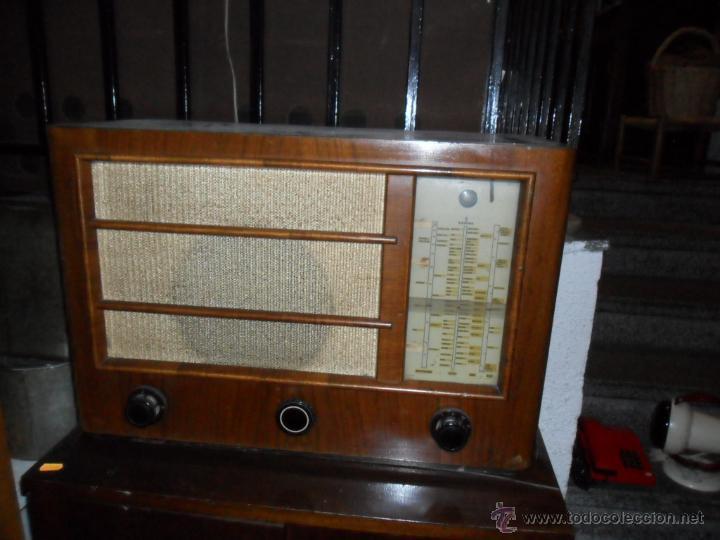 APARATO DE RADIO EN MADERA DE NOGAL - AÑOS 40 DE LA CASA SIEMENS (Radios, Gramófonos, Grabadoras y Otros - Radios de Válvulas)
