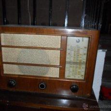 Radios de válvulas: APARATO DE RADIO EN MADERA DE NOGAL - AÑOS 40 DE LA CASA SIEMENS. Lote 43425323