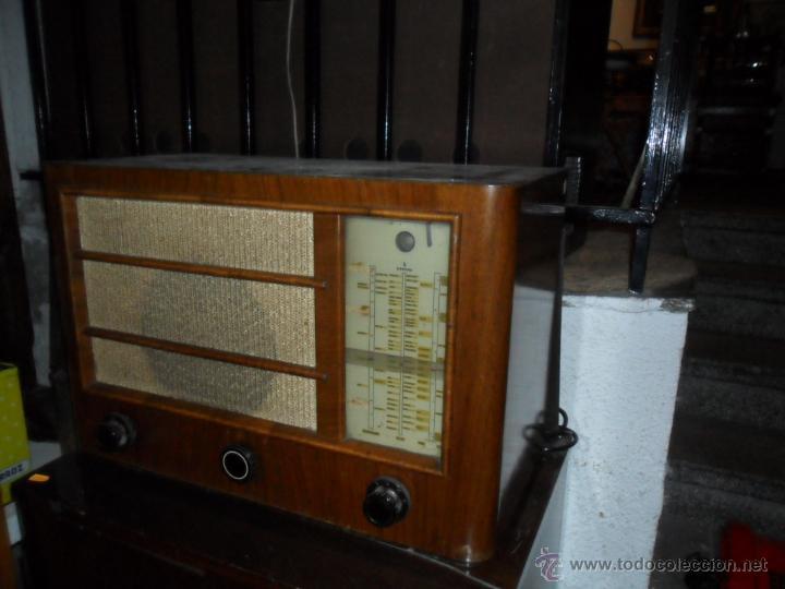 Radios de válvulas: APARATO DE RADIO EN MADERA DE NOGAL - AÑOS 40 DE LA CASA SIEMENS - Foto 2 - 43425323