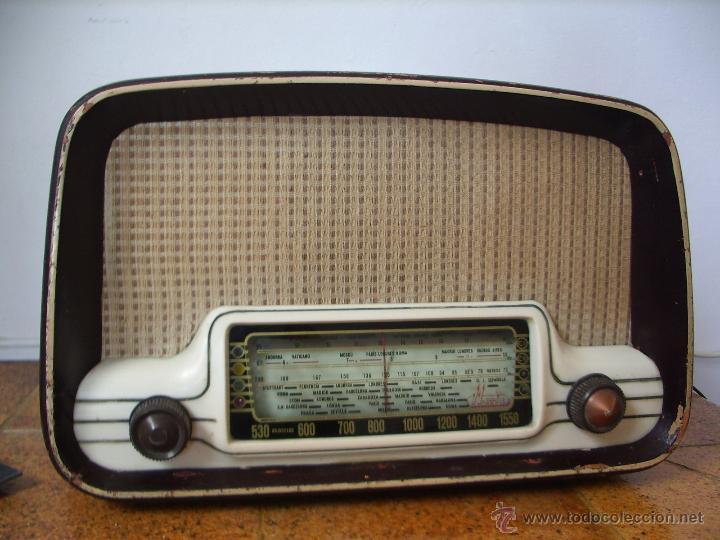 RADIO IBERIA A VALVULAS Y FUNCIONA EN TODAS LAS BANDAS. (Radios, Gramófonos, Grabadoras y Otros - Radios de Válvulas)