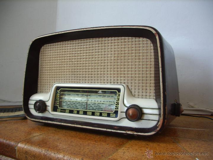Radios de válvulas: radio IBERIA a valvulas y funciona en todas las bandas. - Foto 3 - 45978283