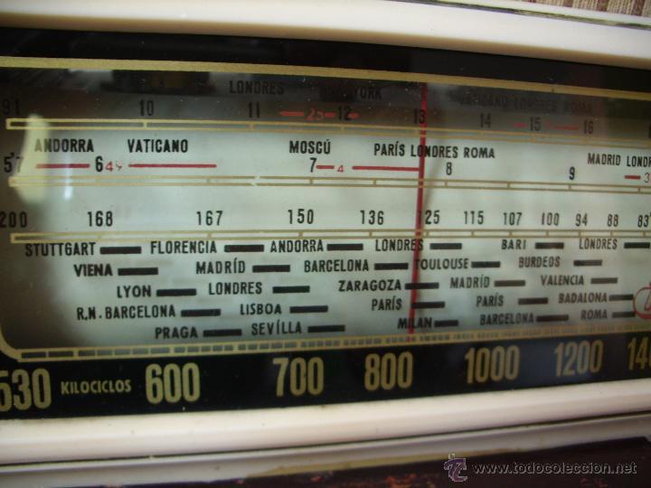 Radios de válvulas: radio IBERIA a valvulas y funciona en todas las bandas. - Foto 5 - 45978283